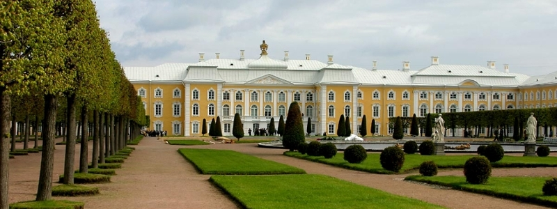 St. Petersburg castle with manicured lawn and fountains