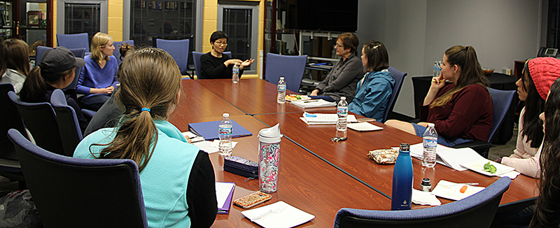 Dr. Bei Wu meeting with a gerontology student group during her visit to Miami University