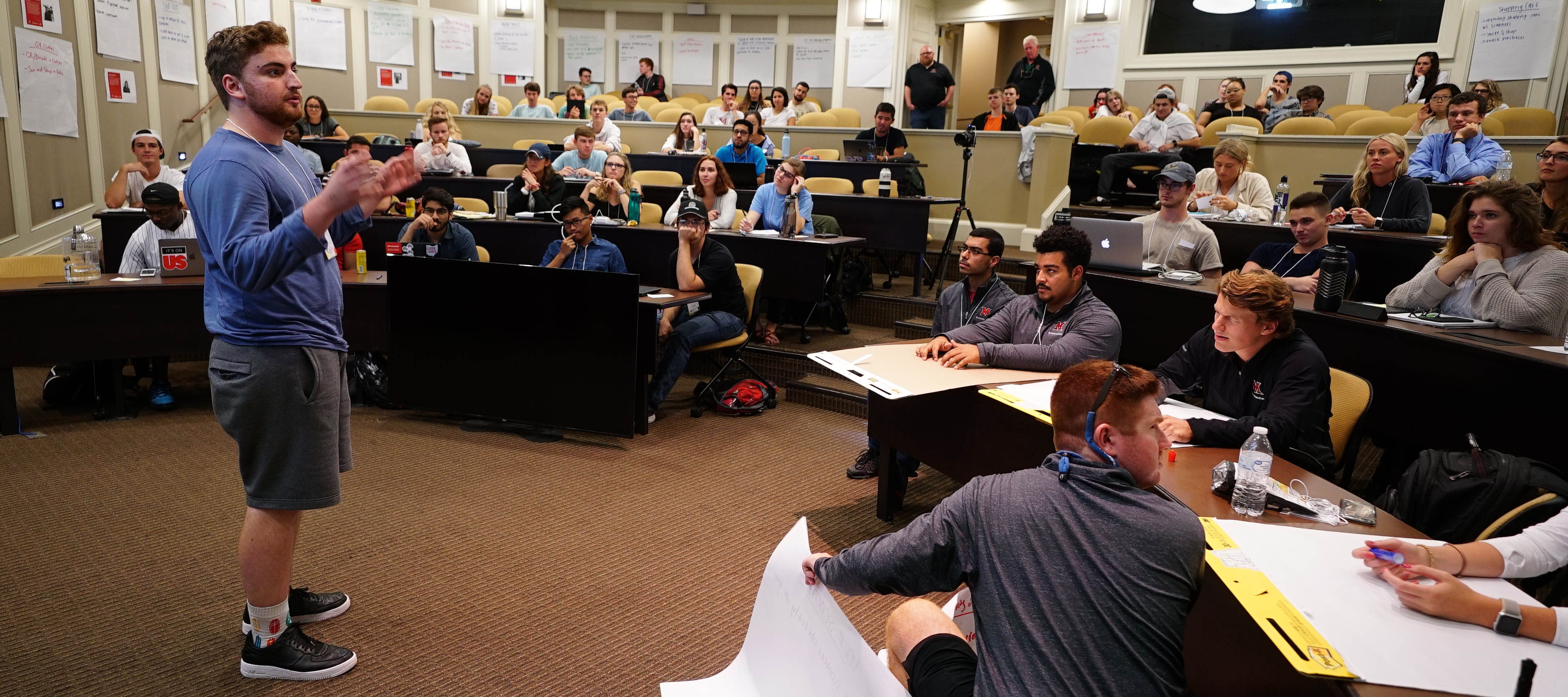 Student makes pitch to crowd at Startup Weekend