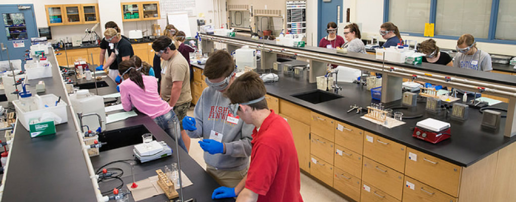 Students in lab during Chemistry Career Day